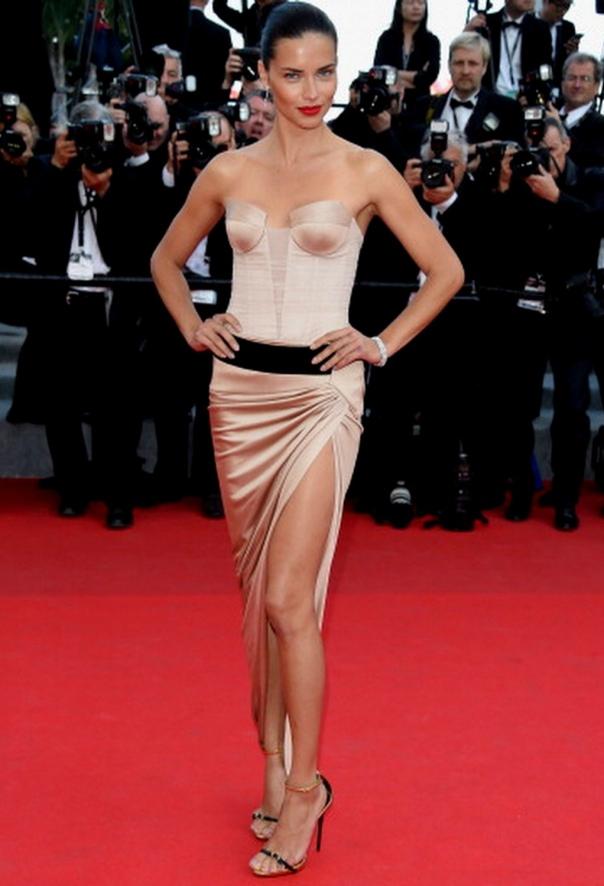 Adriana-Lima-Alexandre-Vauthier-The-Homesman-2014-Cannes-Film-Festival-Premiere-e1400434764873